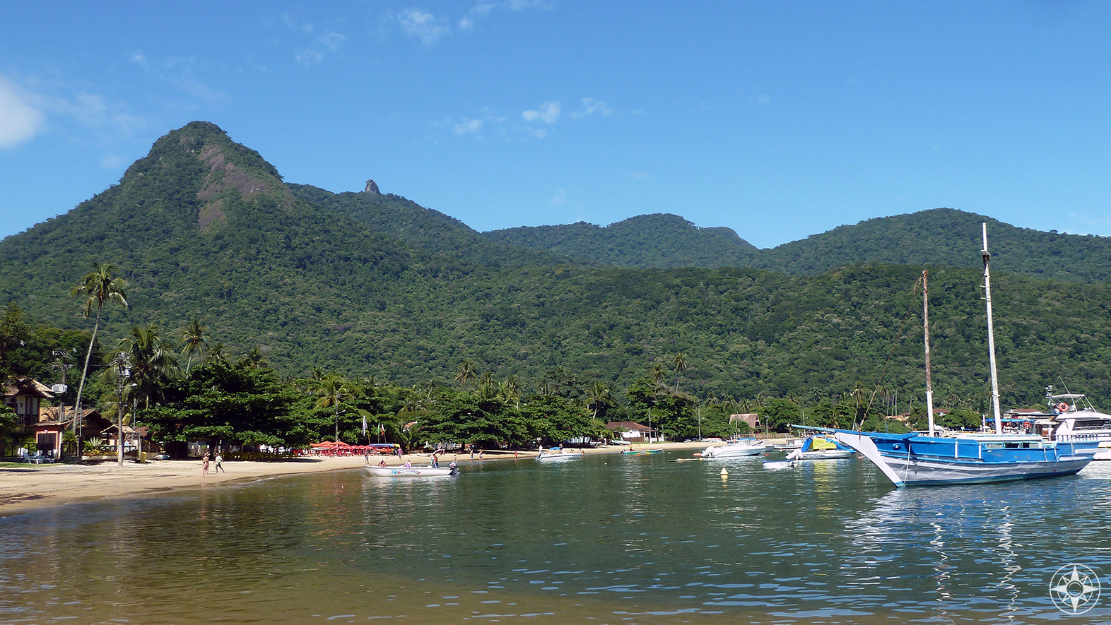Abraão village and the Pico Papagaio peak on Ilha Grande, Brazil.
