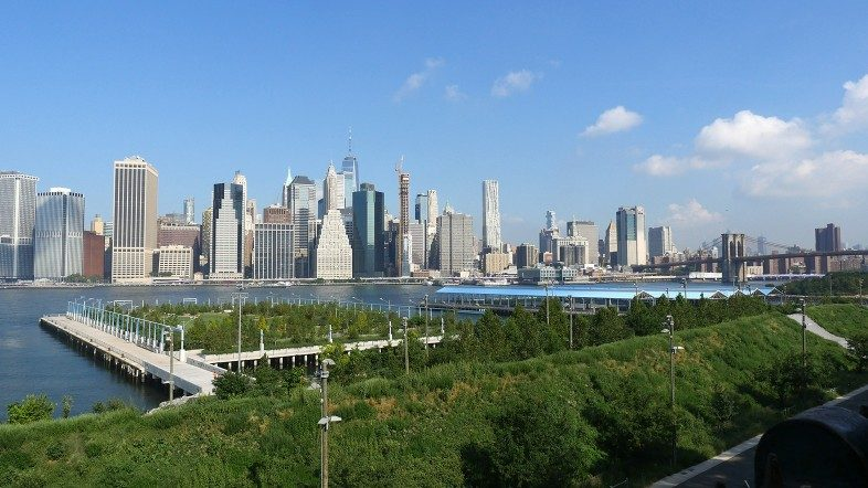 Brooklyn Bridge Park (Piers 3 and 2), Lower Manhattan and Brooklyn Bridge seen from the Brooklyn Promenade.