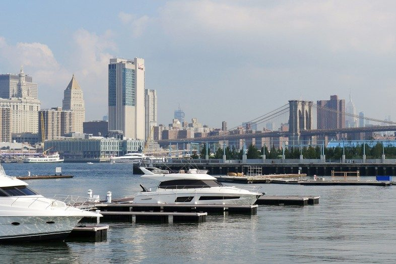 Not a bad place to dock your boat: the One 15 Brooklyn Marina on the East River with views of Manhattan, Pier 3, the Brooklyn Bridge and the Empire State Building in the back.