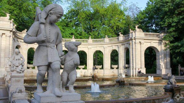 Puss In Boots, Der Gestiefelte Kater, statue, Maerchenbrunnen, Berlin