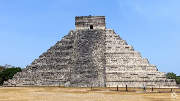 Restored and original, two different sides of the pyramid El Castillo / Temple of Kukulcan at Chichén Itzá