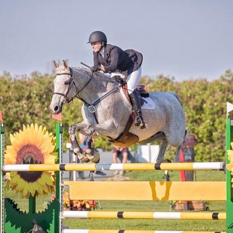 Danielle Bogardus horse show