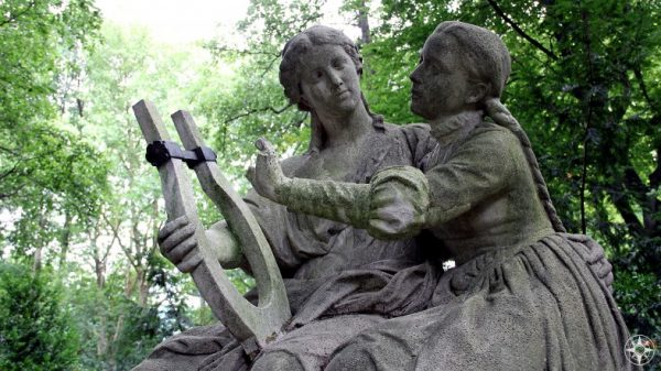 Statue of lovely musical ladies in Tiergarten, Berlin.