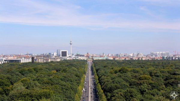 Strasse des 17. Juni cuts through Tiergarten and leads to the Brandenburger Tor, Brandenburg Gate