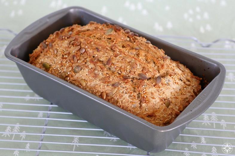 Mehrkorn Blitzbrot, super fast, no fuss, multigrain, sunflower, pumpkin seed, flax German bread bakes in loaf pan
