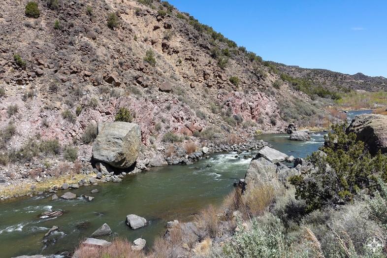 Roadside view of Rio Grande between Taos and Española, New Mexico.
