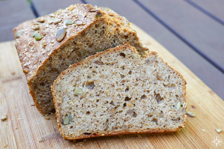 Bake at home Mehrkorn Blitzbrot, easy, super fast delicious, multi-grain, multi-seed, wholewheat, authentic German bread recipe by Happier Place