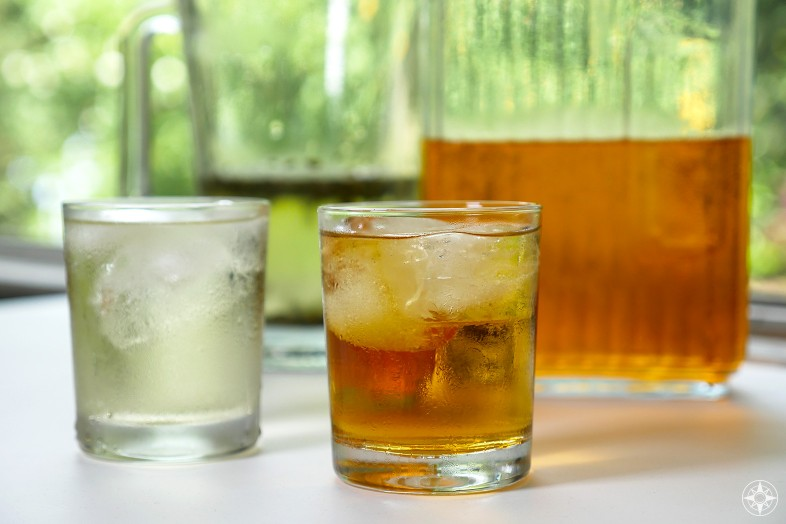 Green and black cold brew iced tea, recipe, glass, pitcher, outdoors