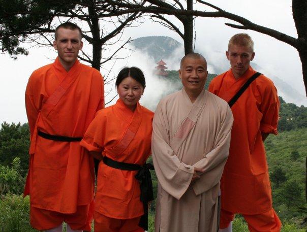 Shaolin Kung Fu Master Shi-heng-jun, Yanli, Seb, Julien, Fawang temple, China